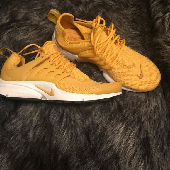 Nwot Nike gold dart presto size 9